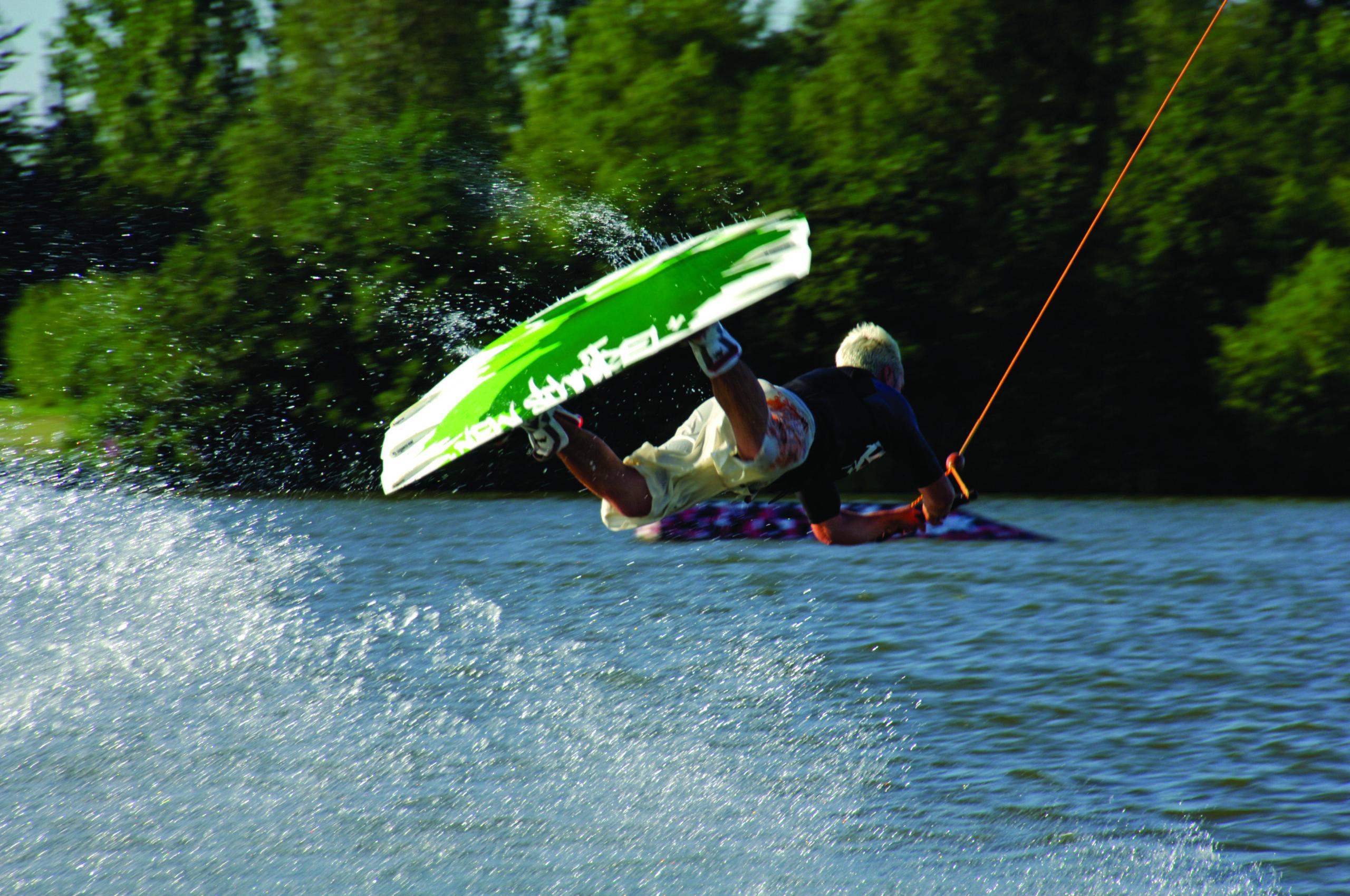 Willen Lake Wakeboarding